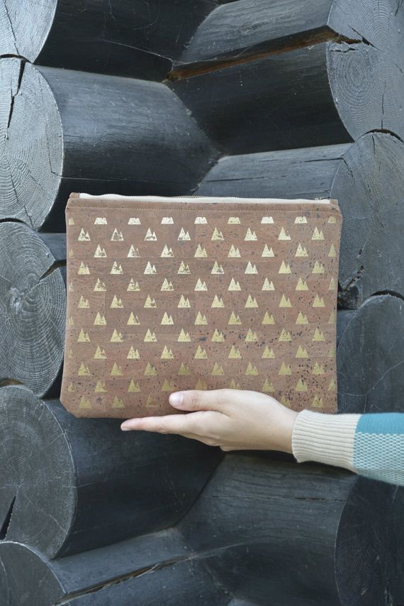 "Dark cork clutch / Vegan clutch ""Twin Peaks"" - Made of dark cork and organic cotton"