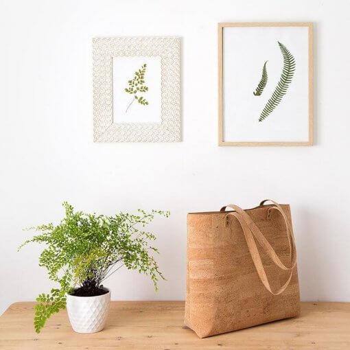 Bolso de tela de corcho hecho a mano ambiente
