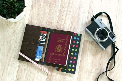 funda pasaporte vegana corcho marron