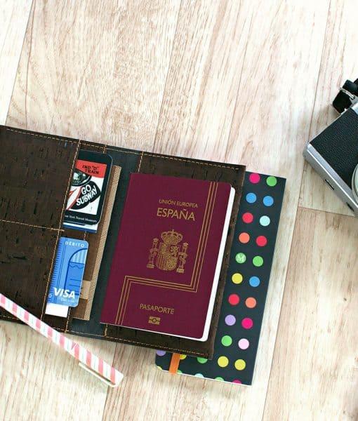 funda pasaporte corcho marron