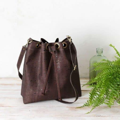 Bolso bucket corcho marrón