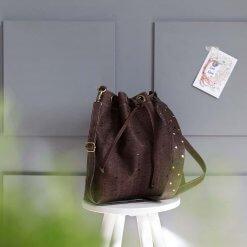 bolsos sostenibles bolso saco de corcho marron 2